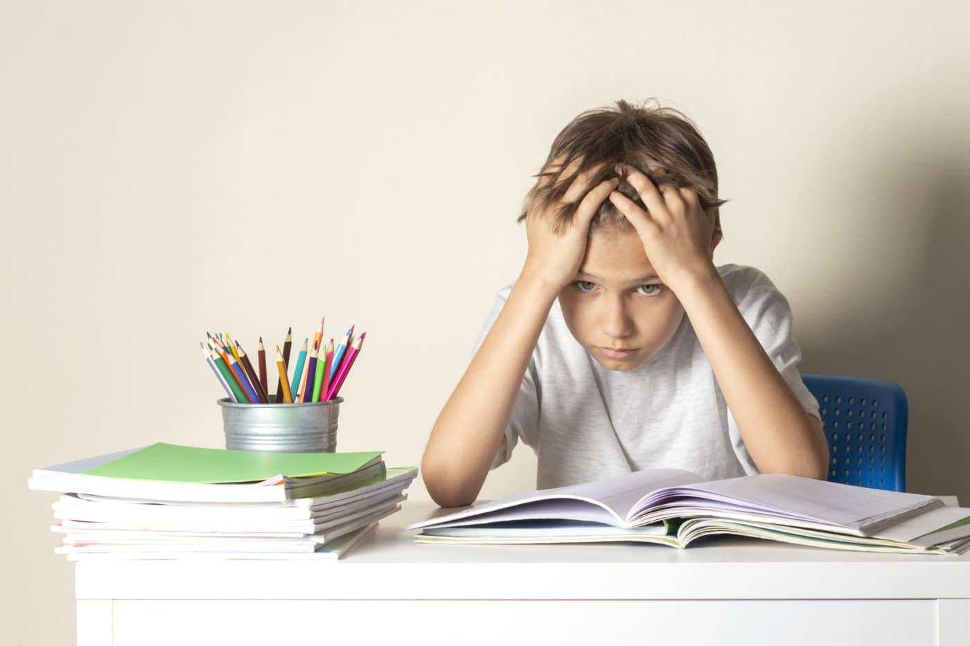 önbizalomhiány, dicséret, házi feladat